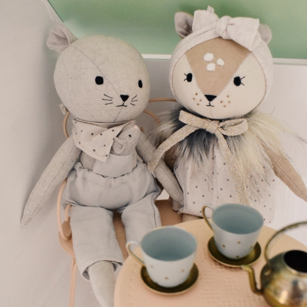 mouse and fawn have tea